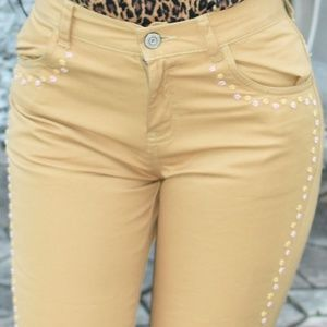 Cute flower embroidered jeans.